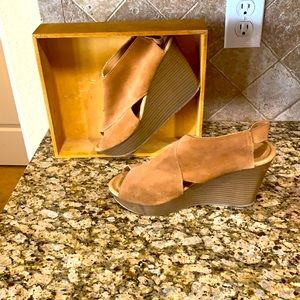 Kenneth Cole  Women's wedges opened toe size 9